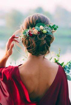 greenery wedding hair ideas marianlogoyda / http://www.deerpearlflowers.com/wedding-hairstyles-with-flower-crowns/