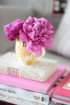 Coffee table books // pink love // fresh flowers // coffee table styling // decor
