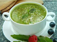 Детокс-суп Гвинет Пэлтроу - зеленый суп-пюре из брокколи, в который добавляет рукколу и имбирь. Горячее блюдо из зеленых овощей очищает организм от токсинов, а кроме того, оно еще и очень вкусно
