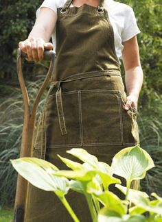 desperately need a garden apron to keep my clothes from getting totally trashed - and hold my tools!