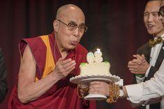 A Cúpula Mundial da Compaixão, que acontece na Califórnia (EUA), será o palco de três dias de comemorações bastante disputadas: a celebração de aniversário do Dalai Lama, que hoje (6) completa 80 anos.