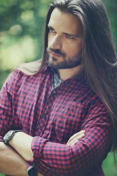 Love men with long hair...
