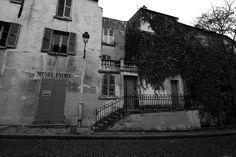 The Musée de Montmartre tucked away behind the Sacre Coeur in the Rue Cortot