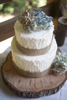 Rustic wedding cake atop wood log cake stand via Kelly Anne Photography at Sharp Mountain Vineyards | North Georgia  Cake by Cakes by Carissa