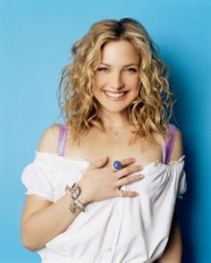 Kate Hudson- love her hair Haircuts For Wavy Hair, Cool Hairstyles, Quince Hairstyles, Wedding Hairstyles, Short Hair With Layers, Short Hair Cuts, Kate Hudson Hair, Kate Hudson Young, Actrices Hollywood