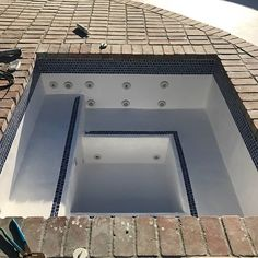 The hot tub shown above was actually built inside of an existing large swimming pool by one of our California customers. Hot Tub Backyard, Small Backyard Pools, Small Pools, Swimming Pools Backyard, Lap Pools, Pool Spa, Mini Pool, Mini Piscina, Pool Water Features