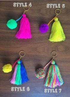 pom pom and tassels keychain MEDIUM size / colorful bag Pom Pom Crafts, Yarn Crafts, Diy And Crafts, Crafts For Kids, Arts And Crafts, Diy Keychain, Tassel Keychain, Keychains, Diy Tassel