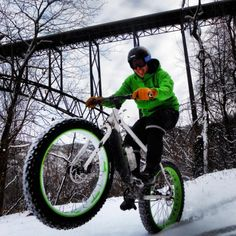 snowy ride in the New River Gorge, Fayettville, WV. Rider: Andrew Forron, Photo: Mike Boyes