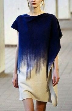 Robe bleue en Tie and dye Fashion Details, Look Fashion, High Fashion, Womens Fashion, Fashion Design, Net Fashion, Trendy Fashion, Fashion Trends, Seda Sari