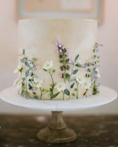 Vibrant Colors, Ethereal Gowns and Lake Como = Italian Summer Beautiful Wedding Cakes, Beautiful Cakes, Amazing Cakes, Autumn Wedding Cakes, Pretty Cakes, Cute Cakes, Wedding Cakes Sydney, Square Wedding Cakes, Naked Cakes