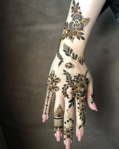 Bridal mehendi design ideas for this wedding season! Bridal mehendi design ideas for this wedding season! Modern Henna Designs, Wedding Henna Designs, Floral Henna Designs, Indian Henna Designs, Latest Arabic Mehndi Designs, Henna Art Designs, Stylish Mehndi Designs, Latest Mehndi, Khafif Mehndi Design