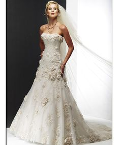 October 21 - 27, 2012  Featuring Lace Wedding Gowns    Lace Wedding Dresses UK