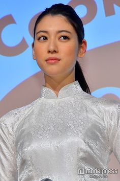 "(画像4/7) 三吉彩花、抜群のスタイル活かし""アオザイ""姿披露「大事な時に着たい」 Vietnamese Traditional Dress, Vietnamese Dress, Traditional Dresses, Vietnam Costume, Japanese Characters, Japanese Models, Saitama, Female Bodies, Ayaka"