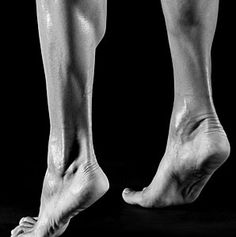 Sports physical therapist David Reavy shows us how to strengthen our feet to avoid rolling, sprains, and breaks. Health And Beauty, Health And Wellness, Health Tips, Health Fitness, Sprain, Anatomy Reference, Physical Therapy, Easy Workouts, Mens Fitness