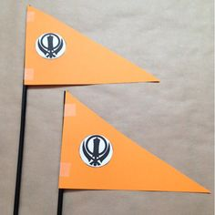Use this activity to teach your little ones about Nishaan Sahib, Khalsa colours and Khanda. Easy Art, Simple Art, Super Simple, Art For Kids, Crafts For Kids, Arts And Crafts, Junior Kings, Sikhism Religion, Kids Castle