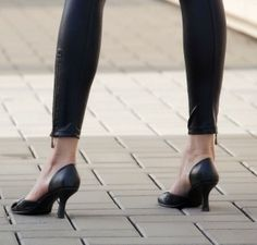 Walking in Heels: Instruction Guide for Italy's CobblestonesYou need impeccable foot-eye coordination