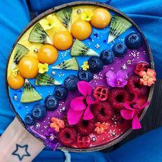 Recipes Breakfast For One Tropical Rainbow Smoothie Bowl Rainbow Smoothies, Strawberry Smoothie, Fruit Smoothies, Healthy Smoothies, Eat Tumblr, Tumblr Food, Bolo Tumblr, Kreative Desserts, Rainbow Food