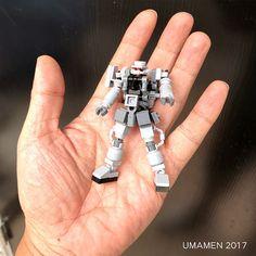 ZAKU - BrickNerd - Dein Platz für alles, was mit LEGO und der LEGO-Fan-Community zu tun hat - LEGO: Microscale ZAKU (modifiziert) Estás en el lugar correcto para diy Aquí presentamos diy cloth - Lego Mecha, Bionicle Lego, Robot Lego, Lego Bots, Lego Spaceship, Robots, Lego Batman, Lego Marvel, Marvel Art
