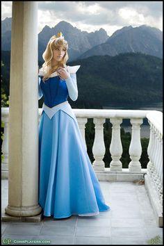 Resultado de imágenes de Google para http://images5.fanpop.com/image/photos/30400000/Aurora-cosplay-disney-princess-30463888-400-600.jpg