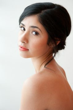 Natural bridal makeup for wedding day by www.elizabethartistry.com.