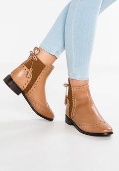 Schoenen mint&berry Korte laarzen - cinnamon Cognac: € 79,95 Bij Zalando (op 10-8-17). Gratis bezorging & retour, snelle levering en veilig betalen!