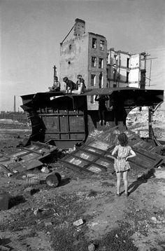"David ""Chim"" SEYMOUR :: Vienna, 1948 / from ""Children of Post-War Europe"""