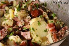 Salade de pommes de terre, saucisse de Morteau et lardons