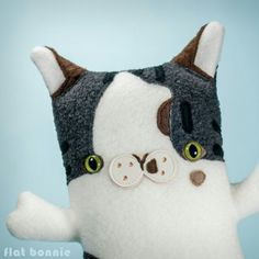 Polydactyl cat needs a hug. Happy Caturday!
