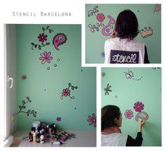 Llega la primavera, y este es nuestro pequeño homenaje!!! La pared de esta habitación juvenil se ha pintado con VF 001 Rain drop de Valentine. Y para darle mucha alegría, hemos salpicado este fondo con: Flores, mariposas, cachemires, corazones...