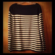 GAP Navy and White Striped Sweater Size M EUC This classic navy and white striped sweater from the Gap is a go with anything top. This would be cute with skinny jeans or white cropped denim. I bought this to replace an old favorite sweater, but it wasn't quite what I was looking for, and I only wore it once, so it is in excellent condition. Size medium, it has a relaxed fit. Washable wool blend with a nice soft feel to the fabric. I will consider any reasonable offer. ☺️ GAP Sweaters Crew…