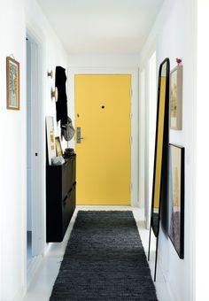 Narrow Entryway with Bold Yellow Entry Door #entrywayideas#entryway#hallway