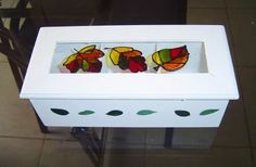 caja de te 3 divisiones- con vidrio vitraux Tea Box, Ideas Para, Toy Chest, Stained Glass, Diy And Crafts, Crafty, Storage, Painting, Furniture