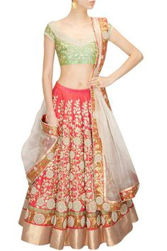 This Coral color Bridal Lehenga Choli features in raw silk lehenga with zari, pearl and zardosi floral embroidery all over. this Coral color Bridal Lehenga Choli comes along with a pista green embroid Indian Bridal Lehenga, Indian Bridal Wear, Indian Sarees, Pakistani Outfits, Indian Outfits, Indian Clothes, Collection Eid, Raw Silk Lehenga, Silk Dupatta