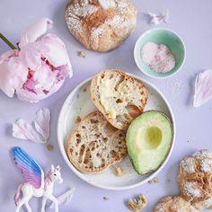 Yön yli -ruissämpylät Outi Väisäsen tapaan | Maku Greens Recipe, No Bake Cake, Camembert Cheese, Nom Nom, Muffin, Food And Drink, Dairy, Bread, Baking
