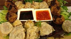 Delicious deep fried parcels of beef, pork and vegetables are served with sweet chili and soy sauce. This easy dim sim recipe is guaranteed to work every time. Aussie Food, Australian Food, Australian Recipes, Sweet Chilli Sauce, Sweet Chili, Food N, Food And Drink, Alive And Cooking, Dim Sim