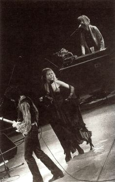 Lindsey, Stevie and Christine on stage with Fleetwood Mac