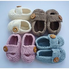 Baby Knitting Patterns Chunky Keelan - Chunky Strap Baby Shoes Knitting pattern by Julie Taylor Chunky Knitting Patterns, Christmas Knitting Patterns, Baby Hats Knitting, Arm Knitting, Double Knitting, Knit Patterns, Julie Taylor, Gestrickte Booties, Baby Shoes Pattern