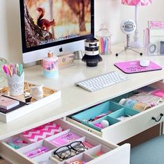 This is to tumblrrrrr. I'd love this desk but :D