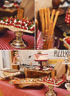 Xadrez vermelho ou verde é a cara das cantinas italianas! Faça uma mesa com outras delícias do país da bota para petiscar enquanto o prato principal não vem... O tomate é o rei da festa!