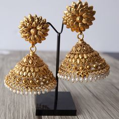 Stunning light weight antique gold Jhumkas now available on our site. Gold Jhumka Earrings, Jewelry Design Earrings, Gold Earrings Designs, Gold Jewellery Design, Antique Earrings, Gold Jewelry, Fancy Jewellery, Jewelry Sets, Dangle Earrings