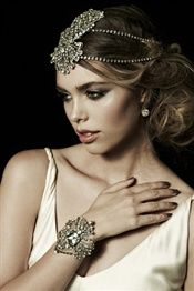 Double Swarovski chain headpiece in Antique Silver featuring centre front Hudson motif.     Adjustable closure.     Can be styled with Hudson Cuff on Ivory Tulle to complete this look.