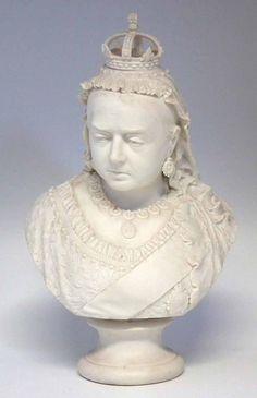 Busto de Rainha Victoria em Parian do sec.19th, 46cm de altura, 2,280 USD / 2,020 EUROS / 8,070 REAIS / 14,720 CHINESE YUAN soulcariocantiques.tictail.com