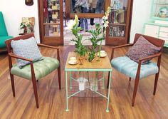 Sillas, mesa y cojines a tomar el té #atomarelte #recycle #chair #table