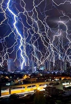 Incredible intense lightning strikes recorded in India – Earth . - - Incredible intense lightning strikes recorded in India – Earth … – - Lightning Photography, Storm Photography, Nature Photography, Photography Tips, Portrait Photography, Wedding Photography, Nature Pictures, Cool Pictures, Pictures Of Lightning