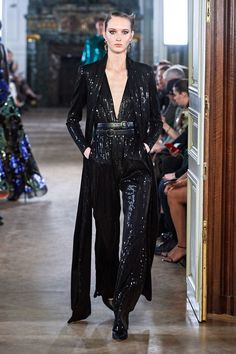 Elie Saab Fall 2019 Ready-to-Wear Fashion Show - Elie Saab Fall 2019 Ready-to-Wear Collection – Vogue - Elie Saab Bridal, Elie Saab Couture, Style Couture, Couture Fashion, Fashion Week, Paris Fashion, Daily Fashion, Street Fashion, Diane Von Furstenberg
