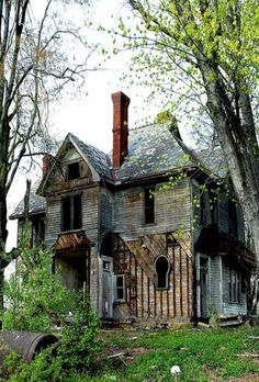 I have this pinned but this is a much bigger picture. This abandoned farmhouse is in rural West Virginia.
