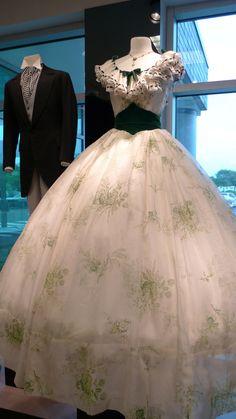 Gone With The Wind Original Costume – Kostüm Karneval Scarlett O'hara, Vintage Dresses, Vintage Outfits, Vintage Fashion, Historical Costume, Historical Clothing, Beautiful Gowns, Beautiful Outfits, Moda Lolita