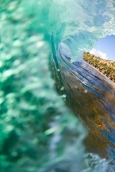 senerii:  Vert by Rob Walwyn on Flickr.  #blue #waves #summer #color