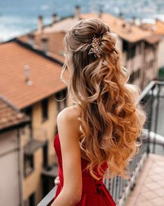 30 Stunning Prom Hair For Long Hair 2019 - Prom hair imagination of famous hairdressers is unlimited. Nowadays, various types of side cascading curls, sweet buns, ponytails and stunning braids . - # Hairstyles 30 Stunning Prom Hair For Long Hair 2019 Long Curls, Braids For Long Hair, Celebrities Hairstyles, Famous Hairstyles, Popular Hairstyles, Famous Hairdressers, Luxy Hair, Prom Hair Updo, Braided Prom Hair