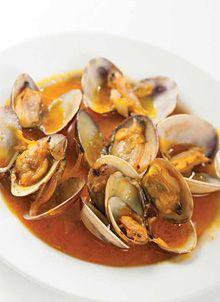 Amêijoas à Marinheiro A Food, Good Food, Food And Drink, Yummy Food, Fish Recipes, Seafood Recipes, Cooking Recipes, Seafood Dishes, Fish And Seafood